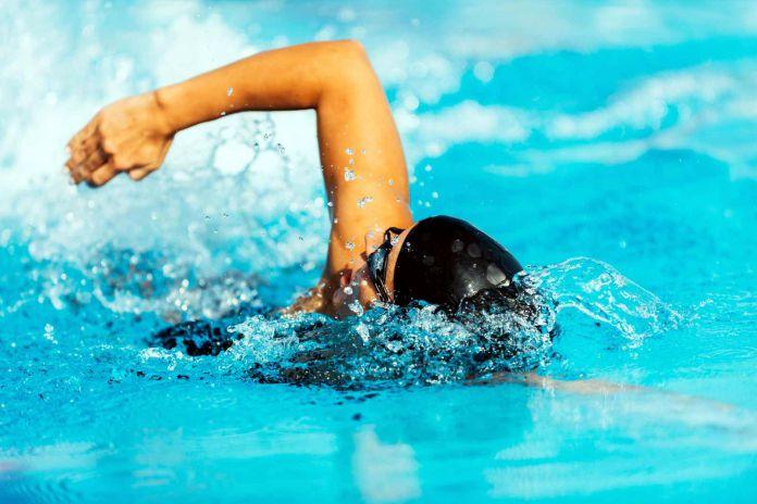Entrenar en el agua y escuchar musica simultaneamente - la mejor combinación para los nadadores