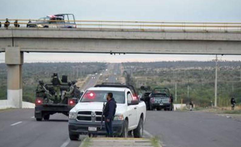 cuerpos zacatecas  - Localizan colgados tres cuerpos en puente vehicular de Zacatecas, fiscalía investiga