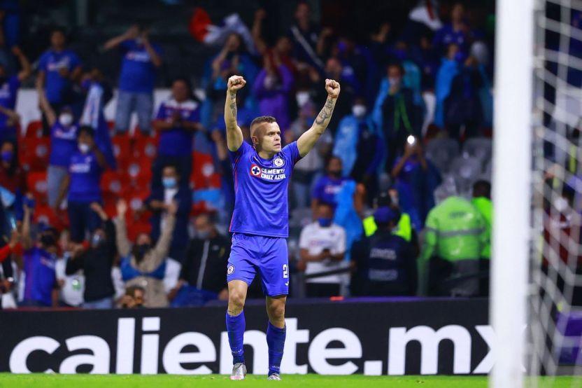 """Imago 1084194 - """"Cabecita"""" Rodríguez, héroe del Cruz Azul, se roba la noche del Balón de Oro de la Liga MX con tres premios"""