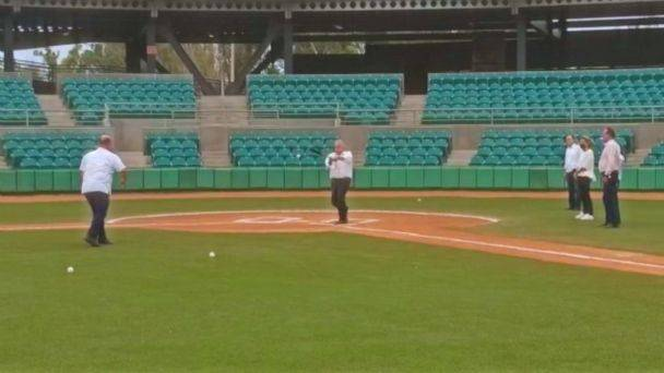f608x342 391545 421268 0 - AMLO juega béisbol con Durazo y Pavlovich en Sonora
