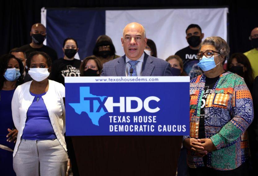 GettyImages 1331497916 - El presidente de la Cámara de Representantes de Texas firma órdenes de arresto civil para 52 demócratas