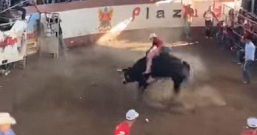toro lesiona a 10 personas en jaripeo clandestino - Jaripeo se sale de control en Michoacán. Toro se va contra la gente – SinEmbargo MX