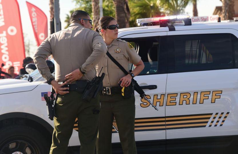 Sheriff San Bernardino GettyImages 499667890 - Mujer se salva de ser secuestrada, presuntamente por familiares, en condado del centro de California