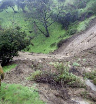 GettyImages 51934826 - Alto riesgo de corrientes de lodo y escombros por la lluvia, advierten autoridades del condado de Los Ángeles