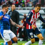 """chivas 1 - Chivas arranca empate a Cruz Azul en dramático final; """"Cabecita"""" y """"Tiba"""" marcaron"""