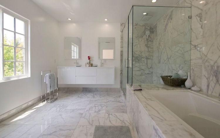 salle bain marbre blanc murs sol