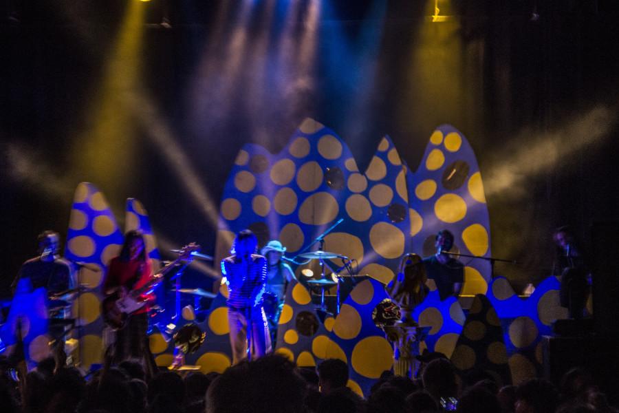 Ariel Pink & his band.