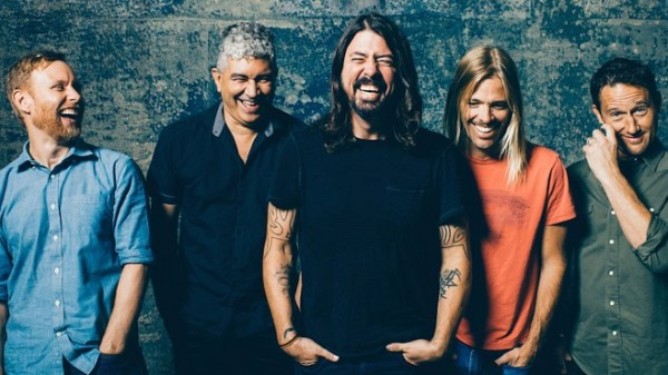 foo fighters debut new song and video for run concert crap. Black Bedroom Furniture Sets. Home Design Ideas