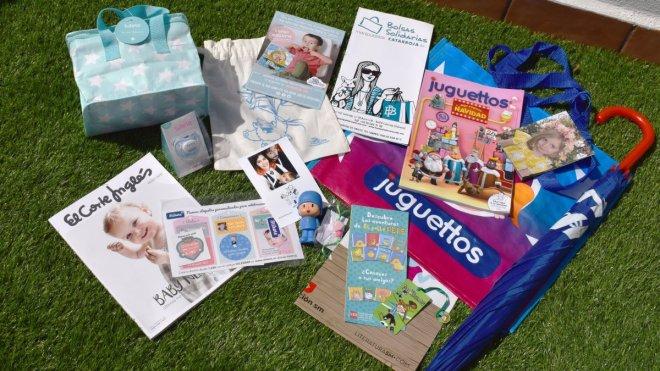 Chucherías, merchandising de Juguettos, Tutete, y otros. Con bolsa de compra, paraguas, bolsas, folletos y chupetes.