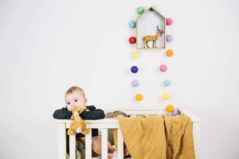 Foto de bebé en parque cuna, no lo volvería a comprar