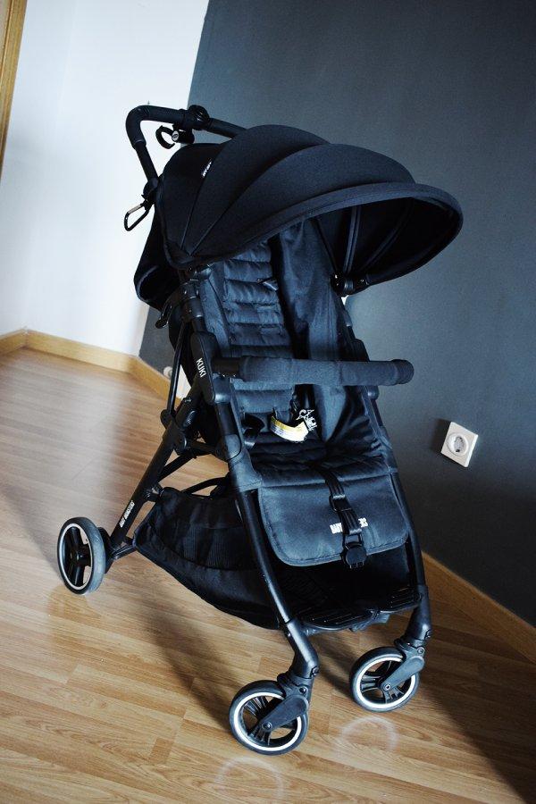 Vista superior en picado de la silla ligera compacta Kuki de Baby Monsters