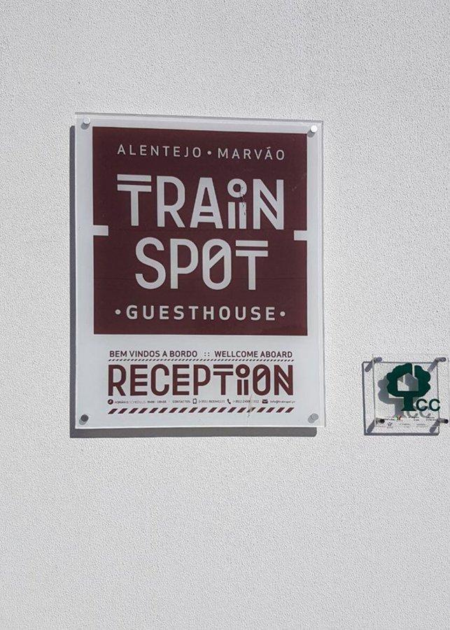 cartel de bienvenida en el train spot en beira portugal