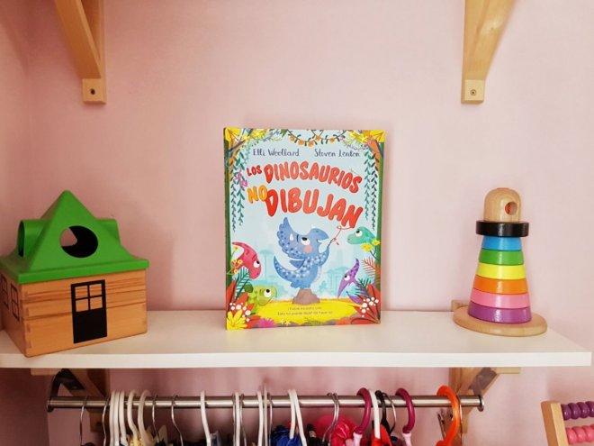 Portada del libro Los dinosaurios no dibujan, para niños de unos 4 años