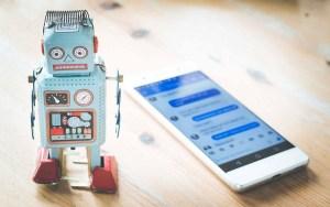 Chatbots - Jouet robot et téléphone
