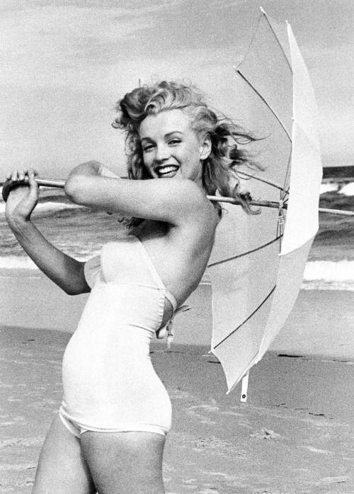 Marilyn Monroe in costume da bagno