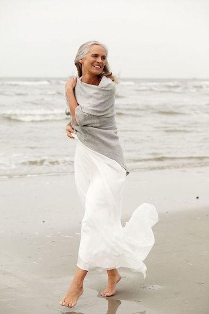 Capelli bianchi: cosa indossare per farli risaltare!3