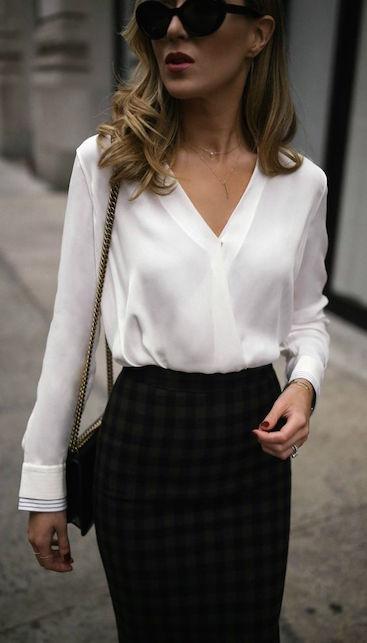 La camicia blusante: come indossarla e a chi sta bene