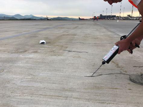 Concrete-mender-airport-MXP-crack-repair2