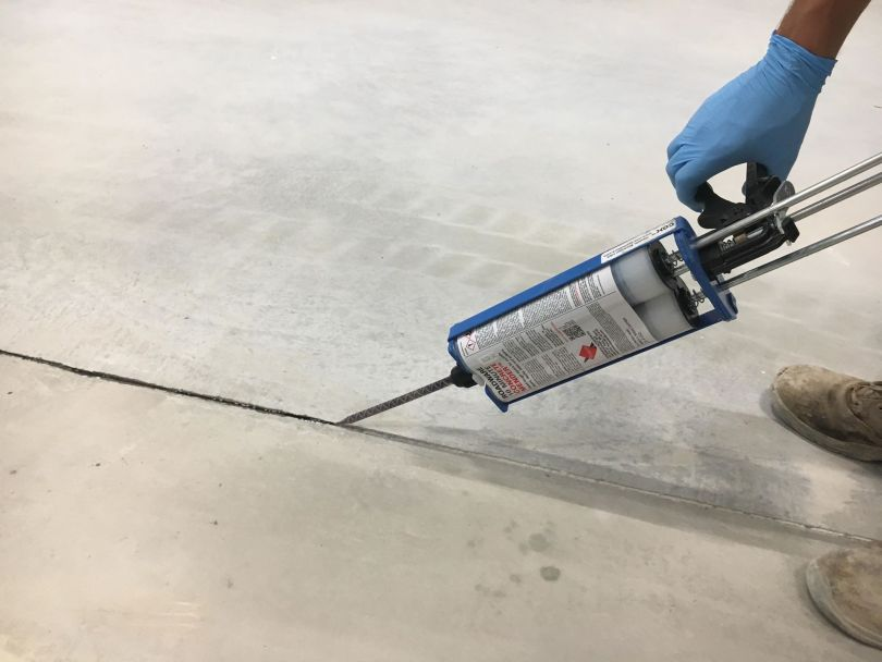 1005 is the standard mixer for all Roadware Concrete Mender labeled 600ML cartridges.