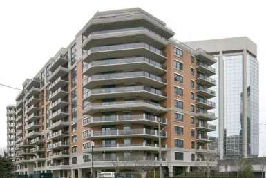 Exterior image of the Town and Country II in Toronto