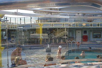 Como se comportar na sauna ou na piscina