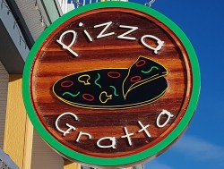 Pizza Gratta Silver Star Mountain Resort.Purveyors fine sour dough crust pizza cutom made sign By Condor signs Vernon BC