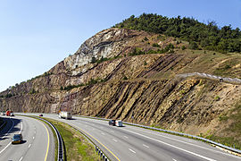Sideling Hill view from pedestrian bridge. Courtesy of Wikipedia