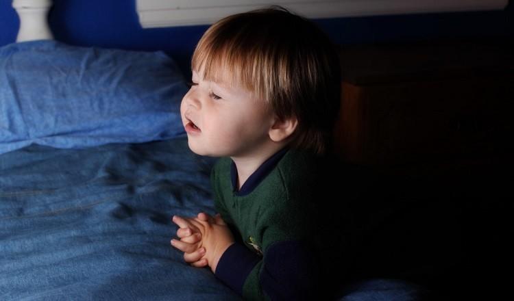 Resultado de imagem para criança orando na igreja