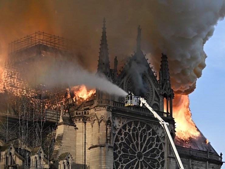 """ANÁLISE: Macron tem razão quando afirma que """"nossa casa queima"""" 18"""