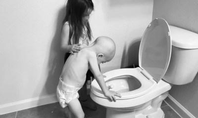 Mãe compartilha foto confrontante de como seu filho, com câncer, é ajudado por sua irmã carinhosa 19