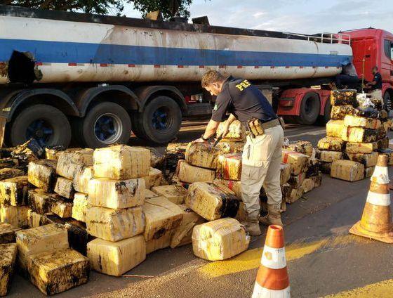 PRF apreende quase 3 toneladas de maconha no Paraná 51