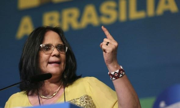 Damares denuncia 'comércio macabro' de vídeos de estupros de bebês no Brasil 24
