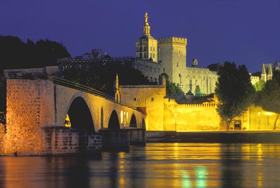 Vista do Pazo Papal coa Ponte de San Benedit á esquerda.