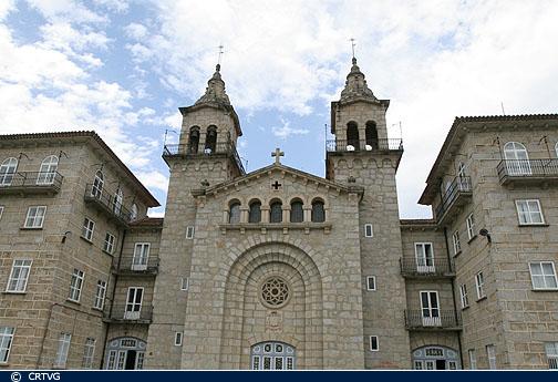 Fachada da igrexa do Seminario Maior do Divino Mestre