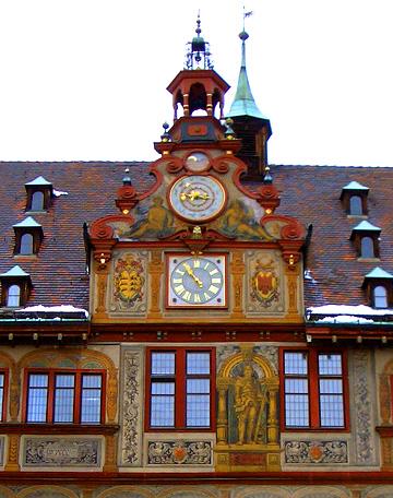 Ben seguro que hoxe este tellado do casco histórico de Tubinga estará cuberto de neve. Cousa fermosa! Que detallistas eran entón os promotores!