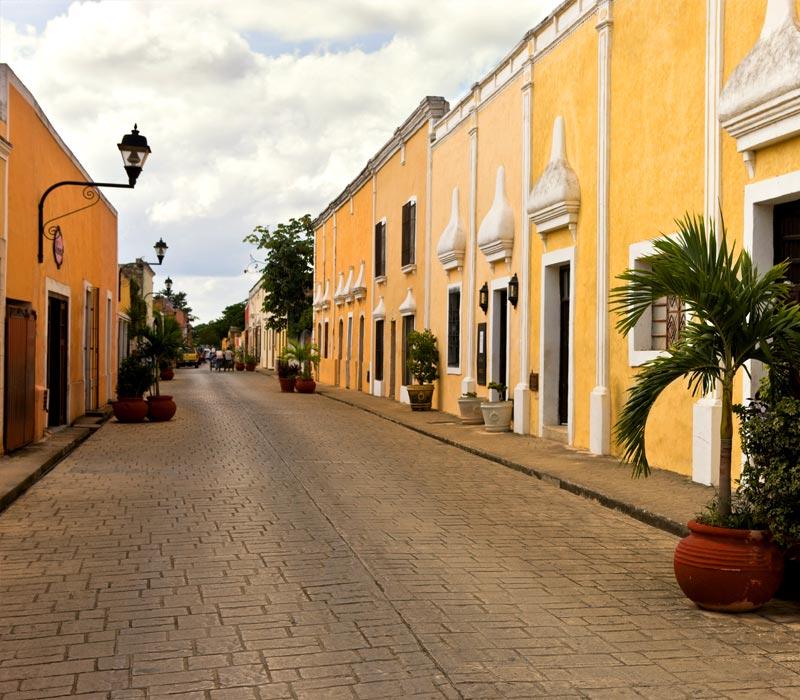 Conexstur-tour-operator-mexico-yucatan-destination-valladolid-streets