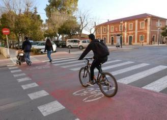 El comercio critica la pérdida de 200 plazas de aparcamiento por los carriles bici