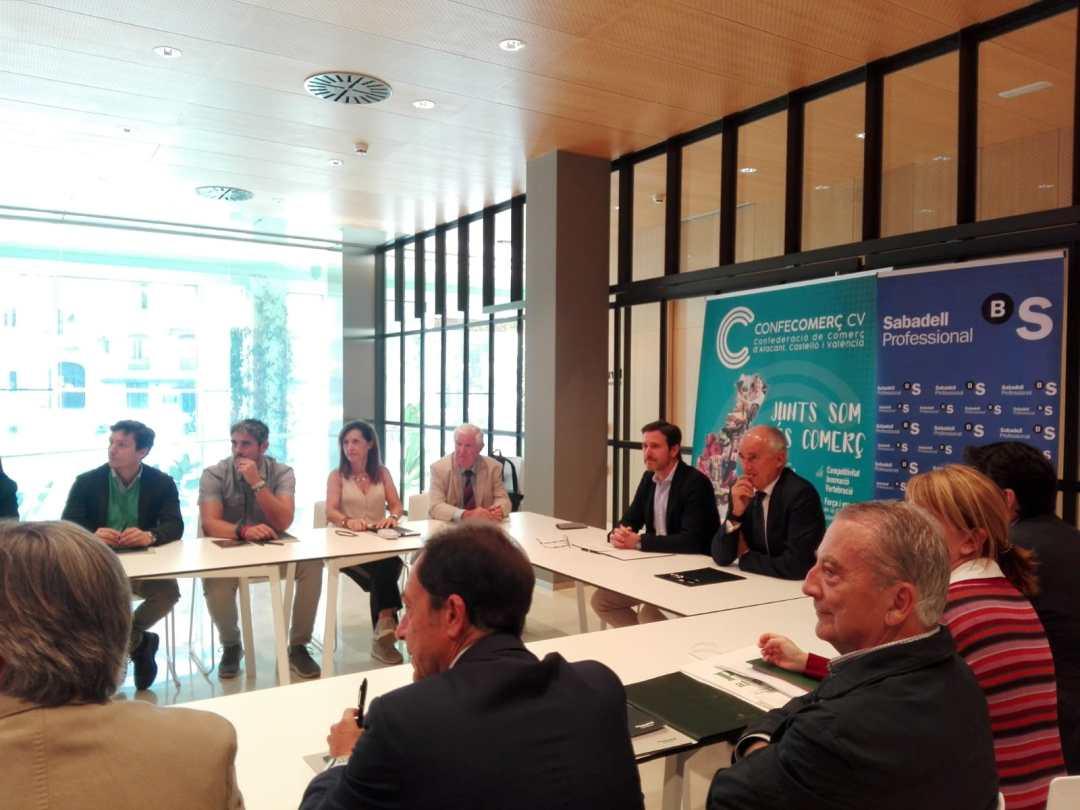 CONFECOMERc CV firma un convenio de colaboración con Banc Sabadell (12)