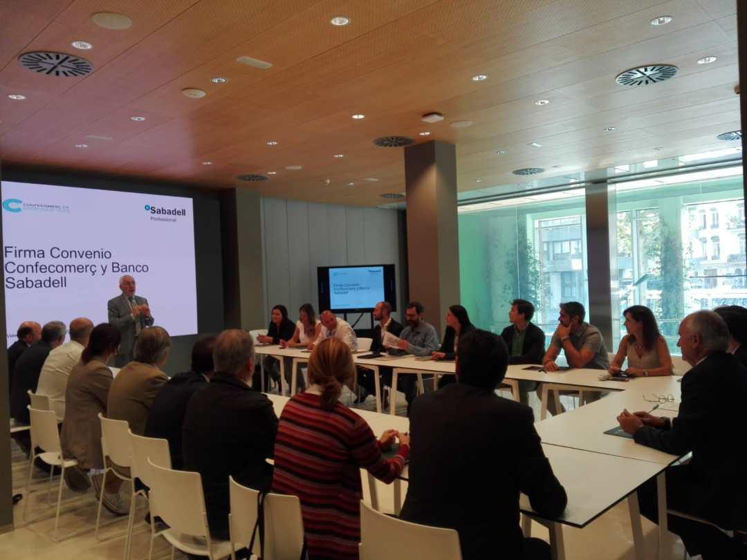CONFECOMERc CV firma un convenio de colaboración con Banc Sabadell (18)