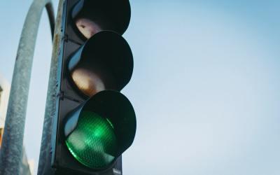 Confecomerç CV rechaza la propuesta del Ayuntamiento de València de instalar un semáforo para medir el coronavirus por barrios