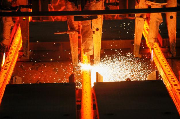 El metal valenciano inicia 2021 con síntomas de recuperación pero con vaivenes