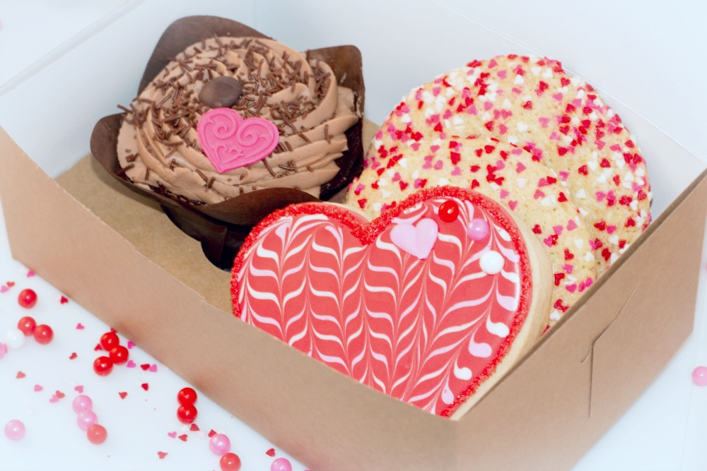 1 full size cupcake with heart fondant topper your choice of flavors - Cupcake Valentine Box