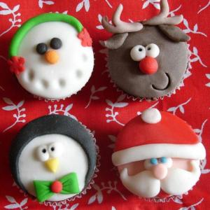 christmas-theme-cupcakes-in-snowman_-reindeer_-penguin-and-santa-face