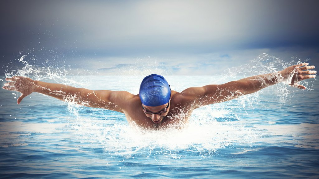 Swimmer with swimming cap and goggles in the ocean