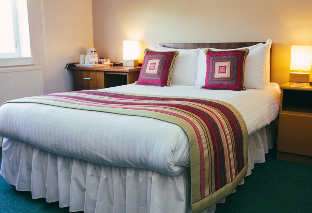 Accommodation bedroom, bed and breakfast at Lucas House Hotel