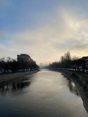 Imagini cu Râul Dâmbovița, Splaiul Independenței din București.