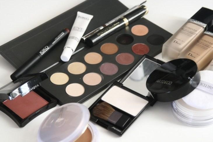 cosmetics-makeup-eyeshadow-mascara-palette