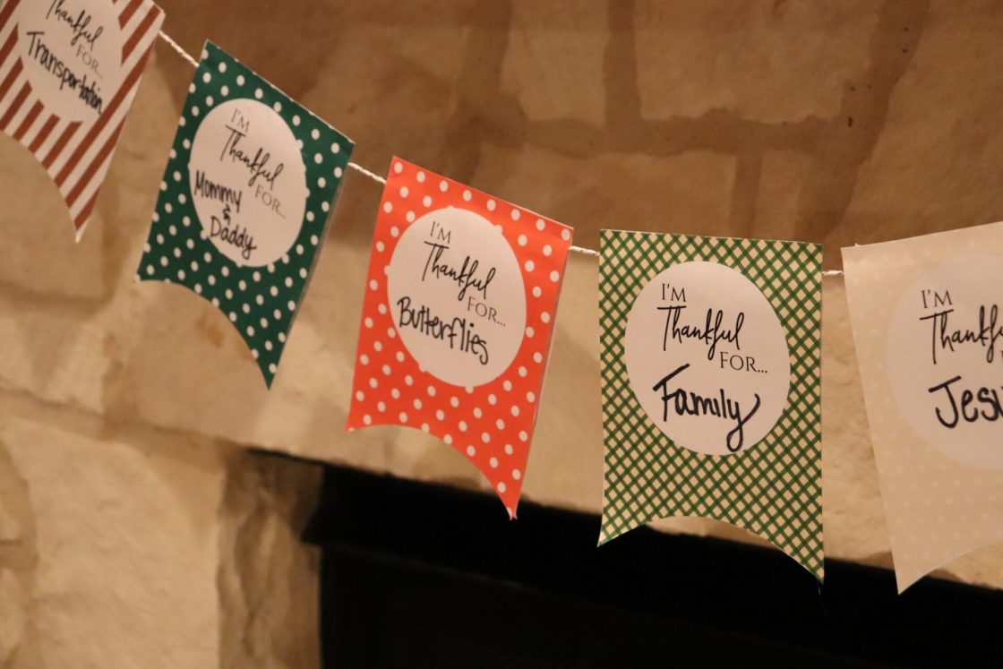 Sometimes you just need a little reminder of all the things that you have that you are thankful for! This Free thankful garland is a great way the whole family can discover what they are thankful for together!