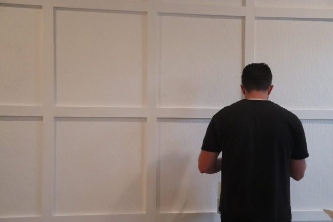Do you love board and batten and have always wanted to do it? Well, here is a perfect DIY Board and Batten Wall in a weekend project just for you!