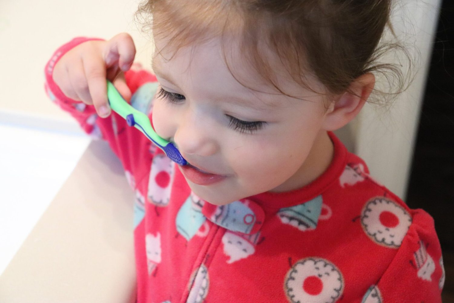 Do you struggle to get your toddlers to brush their teeth? We have the simple tips you need to help make toddler tooth brushing fun!
